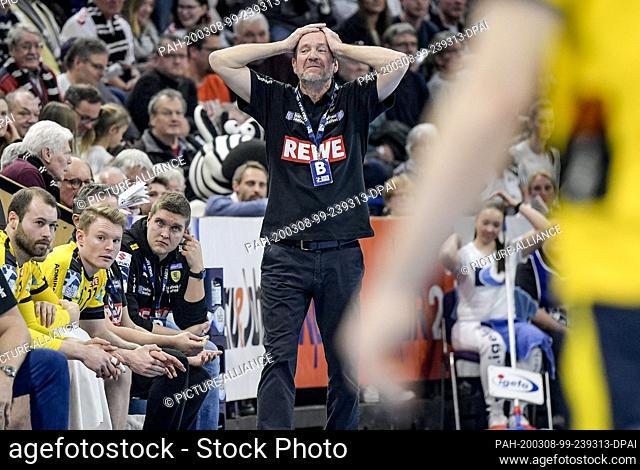 08 March 2020, Schleswig-Holstein, Kiel: Handball: Bundesliga, THW Kiel - Rhein-Neckar Löwen, 27th matchday. Martin Schwalb