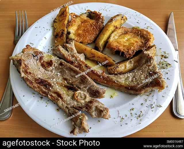 Grilled lamb meat with vegetables