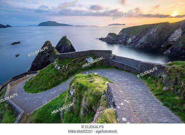 Dunquin pier (Dún Chaoin), Dingle peninsula, County Kerry, Munster province, Ireland, Europe