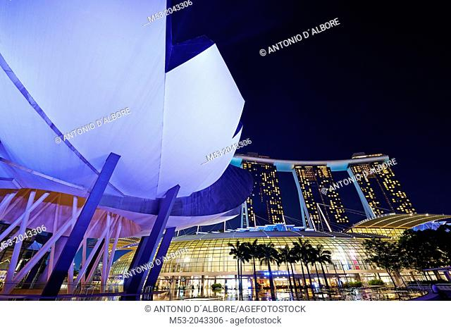 The flower-shaped Art Science Museum located in the Marina Bay Sands Complex. In the right had side of the image The Shoppes