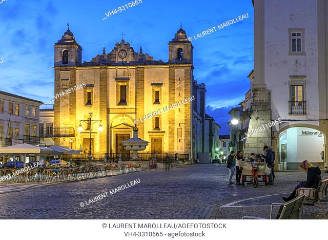 Church of Santo Antao at Giraldo Square at Dusk, Evora, Alentejo Region, Portugal, Europe
