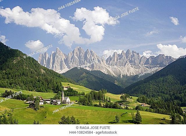 Italy, Europe, South Tirol, Tyrol, Val di Funes, Villnoss, church Saint Magdalena, scenery, landscape, Dolomites, moun
