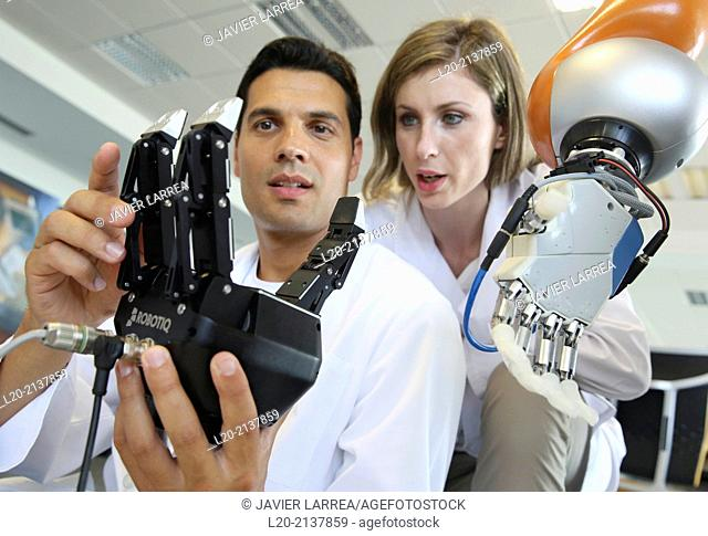 Humanoid robot for automotive assembly tasks in collaboration with people and and LWR robot, using haptic teleoperation with force feedback