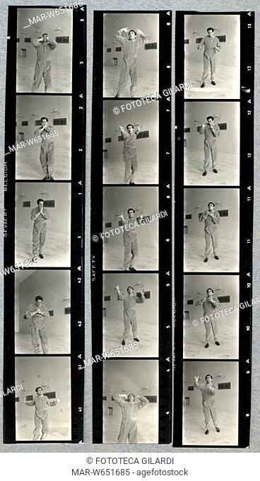 GESTI Vittorio Gassman  (1922-2000) esegue l'interpretazione dei gesti teatrali o -tragiche attitudini- (Morrocchesi). Con altri attori ha partecipato...