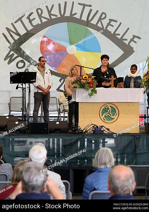 26 September 2021, Mecklenburg-Western Pomerania, Rostock: Stefanie Zernikow, seaman's deacon, speaks at the service in the IGA Park at the opening of the...