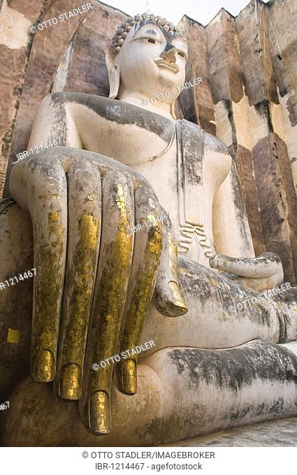 Gilded hand of the seated Buddha, Phra Atchana Buddha, Wat Si Chum Temple, Sukhothai, Thailand, Asia