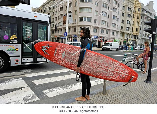 surfer crossing the street along Zurriola Beach, district of Gros, San Sebastian, Bay of Biscay, province of Gipuzkoa, Basque Country, Spain, Europe