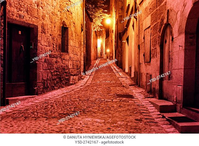 street scene at night, old town of Périgueux, World Heritage Sites of the Routes of Santiago de Compostela in France, Dordogne, Aquitaine, France, Europe