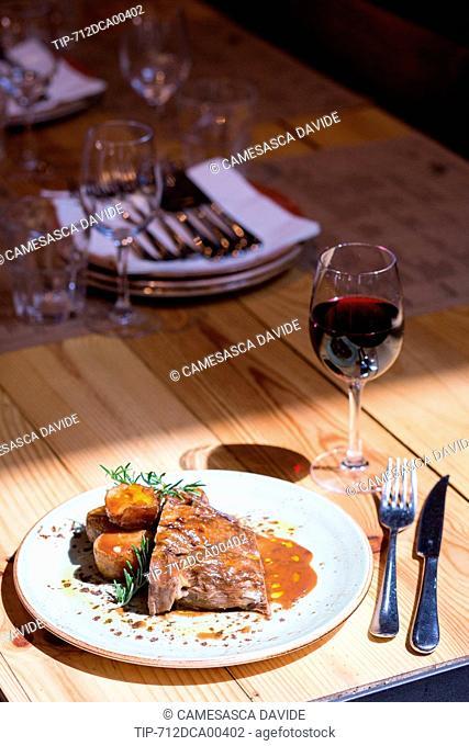 Spain, Catalonia, Barcelona, Santa Caterina market, Lamb with potatoes at the Cuines Santa Caterina restaurant