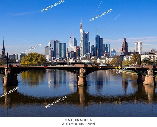 Germany, Hesse, Skyline of Frankfurt behind Ignatz-Bubis-Bridge