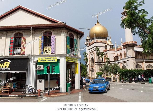 VIEW OF NORTH BRIDGE ROAD AND THE MASJID SULTAN MOSQUE, THE MAIN MOSQUE FOR THE MALAYSIAN AND INDONESIAN COMMUNITY OF SINGAPORE, NEIGHBORHOOD OF KAMPONG GLAM