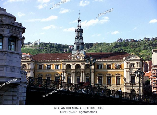 Town Hall building and bridge over the Ria de Bilbao. Bilbao. Biscay. Basque Country. Spain