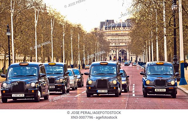 Taxis, Cabs, The Mall, on background Admiralty Arch, City of Westminster, London, England, UK, United Kingdom, Europe