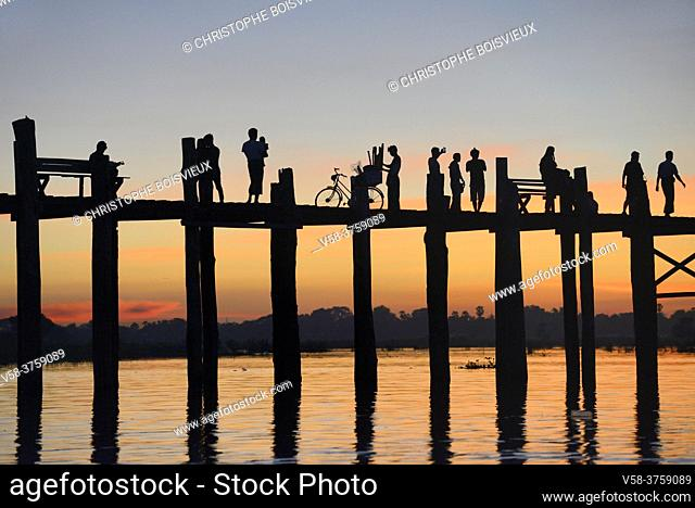 Myanmar, Amarapura, U Bein bridge and Taungthaman lake at sunset