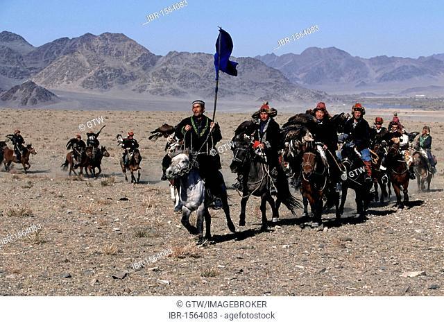 Kazakhs eagle hunters on their way the to the Golden Eagle Festival, Bayan Oelgii, Altai Mountains, Mongolia, Asia