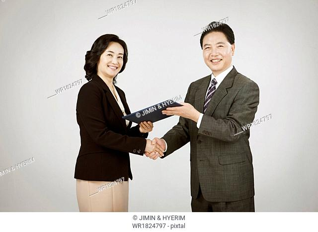 a business man and a woman shaking hands