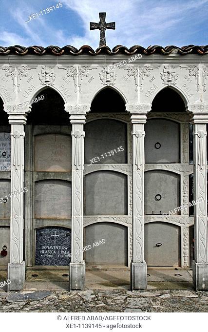 Columns, cemetery, Molsosa, Solsones, Catalonia, Spain