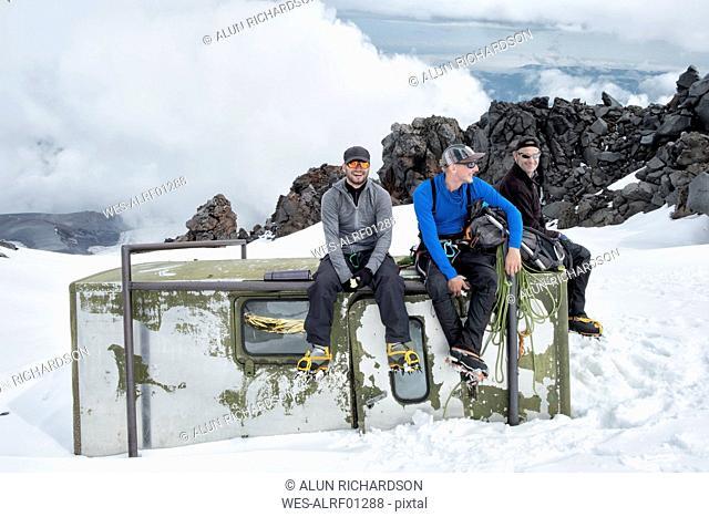 Russia, Upper Baksan Valley, Caucasus, Mountaineers ascending Mount Elbrus, taking a break