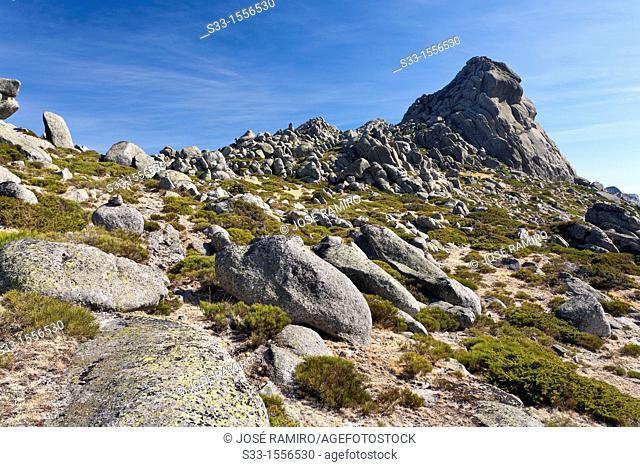 Redondo cliff in the Sierra de la Paramera  Navandrinal  Ávila  Castilla León  Spain