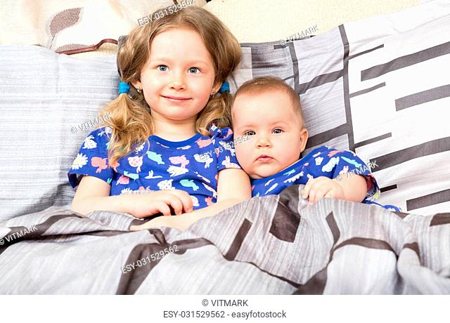 0658fbc10cd31 Little sister newborn Stock Photos and Images | age fotostock