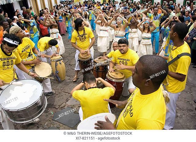 Festa de Nossa Senhora do Rosario dos Homens Pretos de Diamantina Religious Festival of the black people of Diamantina, Dance and Music, Minas Gerais