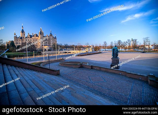 24 March 2020, Mecklenburg-Western Pomerania, Schwerin: The Old Garden in front of Schwerin Castle in the centre of the state capital is deserted