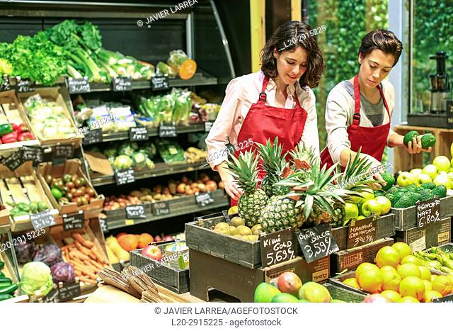 Health food store, Green Supermarket, Organic grocery store, Donostia, San Sebastian, Gipuzkoa, Basque Country, Spain, Europe
