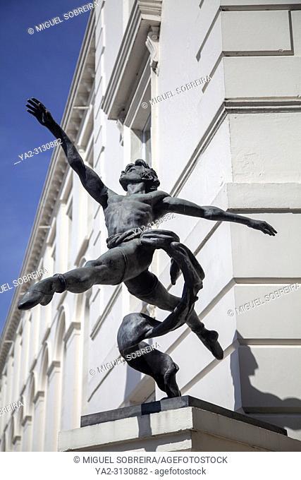 'Jete' Sculpture by Enzo Plazzota on Millbank Terrace in London UK