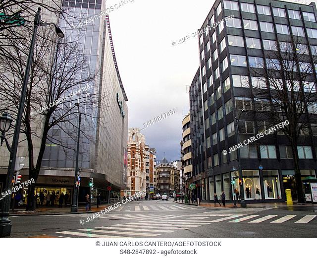 Cruce en la Gran Via de Bilbao. Vizcaya. Pais Vasco. España. Europa