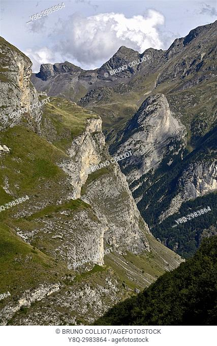view down the valley of ossoue on gavarnie. GR10