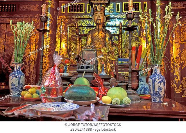 A statue of Lê Ð?i Hành in Ðinh Tiên Hoàng temple Hoa Lu Vietna