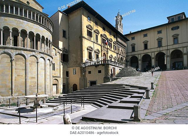 Piazza Grande with the apse of Santa Maria Church and the Court Palace, Arezzo, Tuscany, Italy