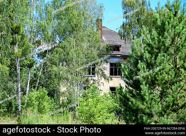 14 July 2020, Brandenburg, Potsdam: Former buildings for civilian employees of the Wehrmacht and later for Russian officers on the former barracks grounds in...