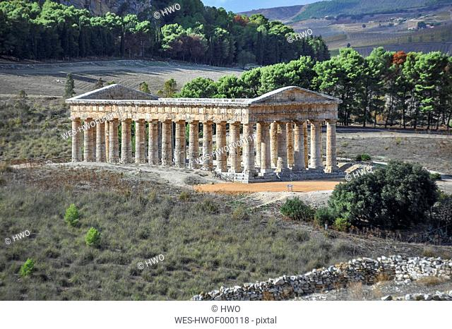 Italy, Sicily, Segesta, view to ancient Greek temple ruin