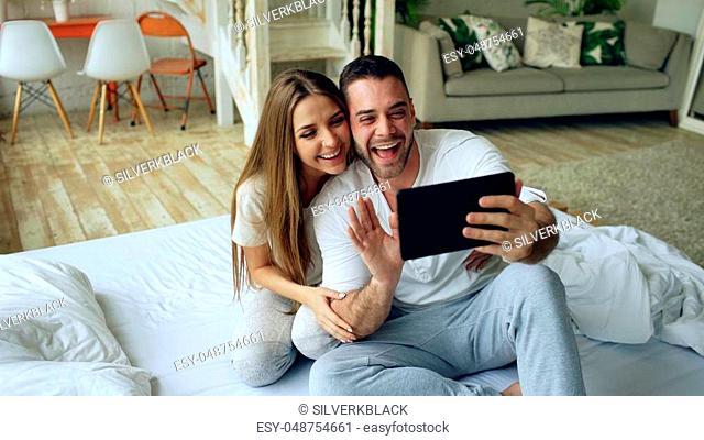 Couple Waving Webcam Stock Photos And Images Agefotostock