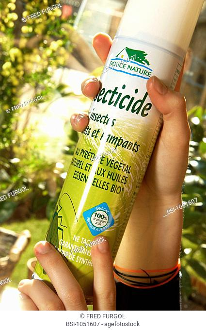 Insecticide with natural vegetal pyrethre and organic essential oim, guaranteed without synthesis active components. Propulsed air aerosol
