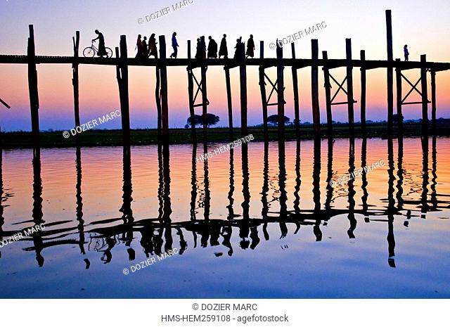 Myanmar Burma, Mandalay Division, city of Amarapura, Taungthaman Lake, U Pein bridge built in teak 200 years ago and considered to be the longest in the world...