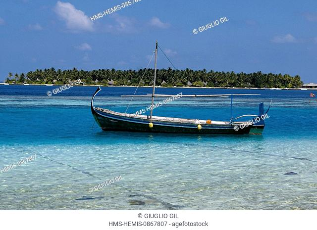 Maldives, Alifu Dhaalu Atoll, local people and Meedhoo Island off touristic Velavaru Island