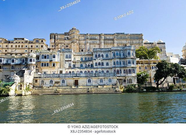 India, Rajasthan, Udaipur, Pichola lake, City Palace