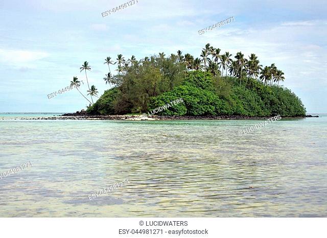 Landscape view of Taakoka islet in Muri Lagoon in Rarotonga, Cook Islands