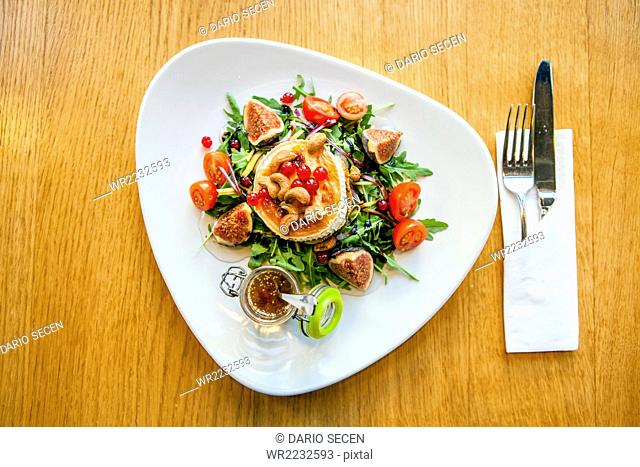 Shrimp salad with figs and dip in restaurant
