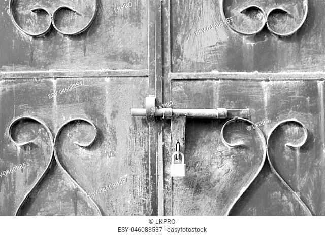 in oman the old door metal texture background