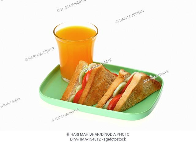 Vegetable bread sandwich with a glass of mango juice
