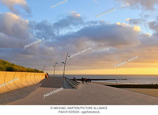 Sea promenade on the North Sea island Borkum under a cloudy sky in the colourful light of the evening, 29 October 2016 | usage worldwide