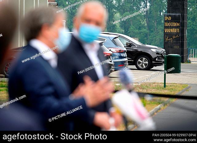 04 May 2020, North Rhine-Westphalia, Cologne: Armin Laschet (CDU, l), Minister President of North Rhine-Westphalia, and Gunnar Herrmann