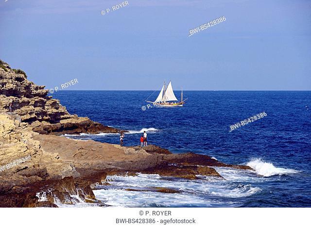 sailing boat off the rocky coast, France, Alpes Maritimes, Cotes D. Azur