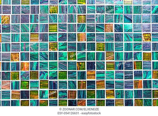 Hintergrund aus glitzernden türkisen Mosaikfliesen