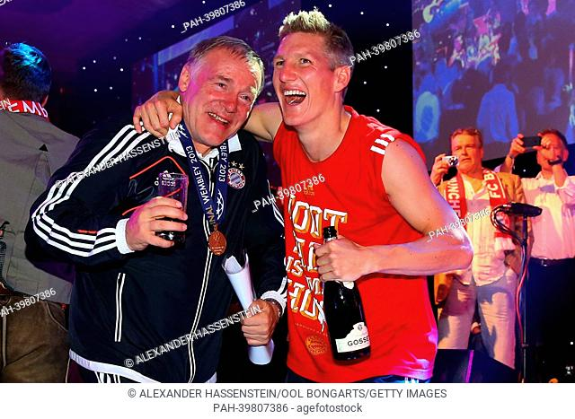 LONDON, ENGLAND - MAY 25: Bastian Schweinsteiger of FC Bayern Muenchen celebrates with assistent coach Hermann Gerland on the Bayern Muenchen Champions League...