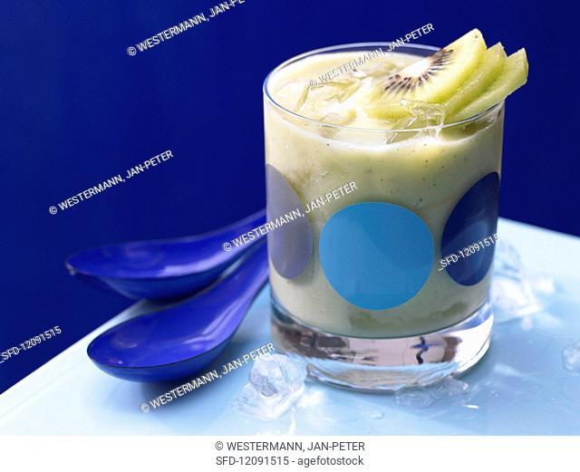 Apple and avocado smoothie with kiwi
