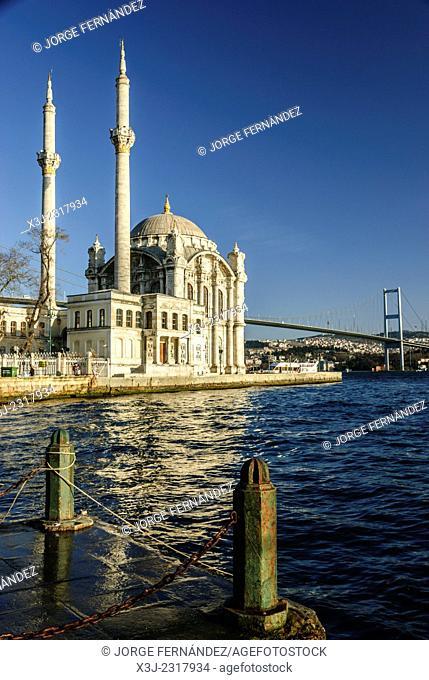 Ortakoy Mosque and bridge. Bosphorus strait, Istambul, Turkey, Asia